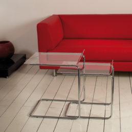 duetto-Tavolino con struttura in metallo cromato e piano in metacrilato trasparente, disponibile nei colori bianco satinato e neutro